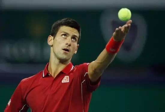 网球发球抛球动作