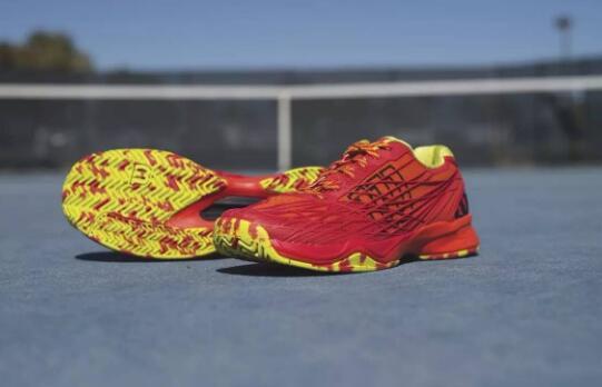 网球鞋防滑性