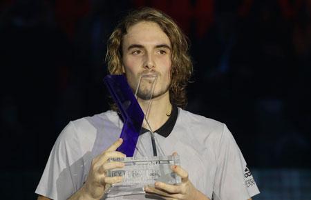 西西帕斯击败阿莱克斯赢得下一代总决赛