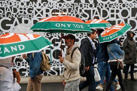 雨推迟了罗兰加洛斯周三法网四分之一决赛的比赛